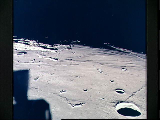 Американцы на Луне: спорный снимок