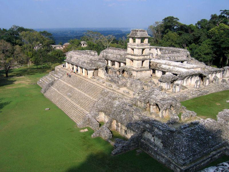 Пирамиды майя в Паленке