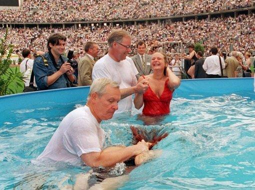 Крещение Свидетелей Иеговы